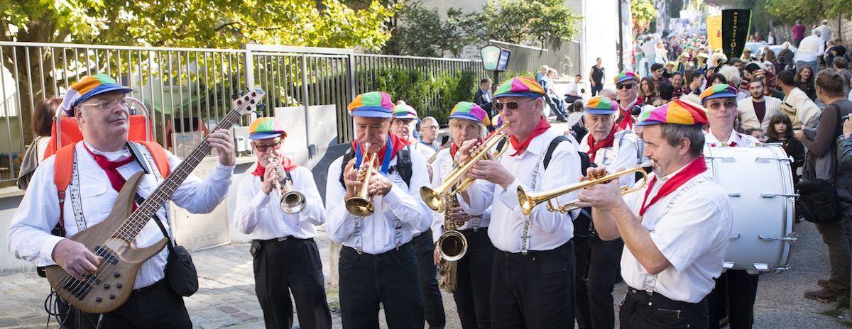 Le Grand Défilé – Sous les pavés la paix